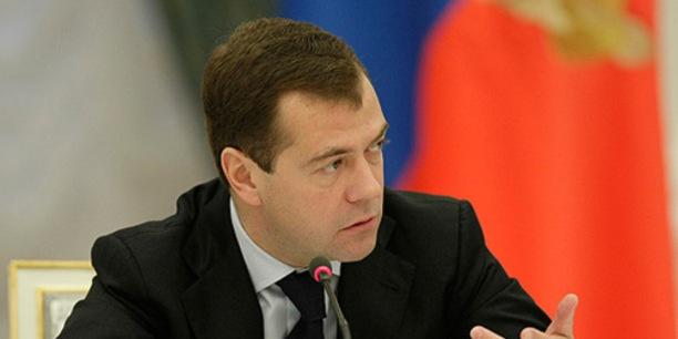 Medvedev: mälestus rahvuslikest tragöödiatest on sama püha kui mälestus võitudest